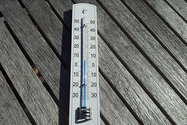 ニキビの原因には、騒音や気温変化によるストレスも?