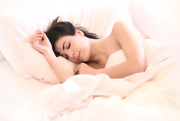 寝不足ニキビを制すカギは「寝る前3時間」にあった!