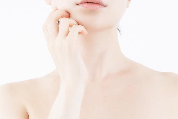 デコルテ、顎下…首ニキビの原因と対策を部位別解説!