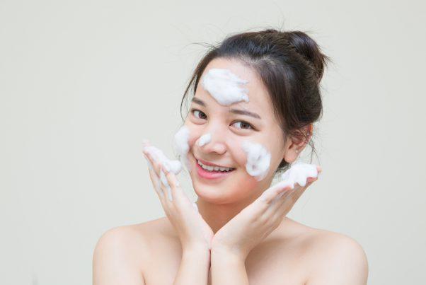 思春期ニキビを治したい。洗顔料の選び方や正しい洗顔方法は?