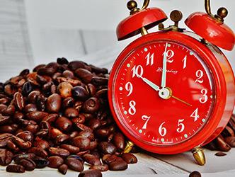コーヒー豆と時計